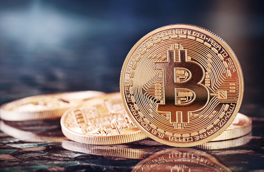 Image by Shutterstock Upperside Bitcoin Coin Men/'s Tee